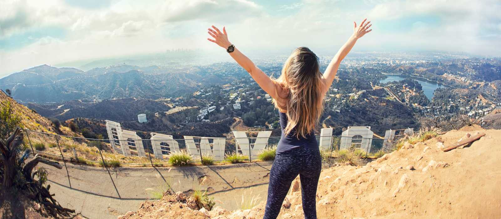 Den Ausblick in den Hollywood Hills über Hollywood in Los Angeles genießen