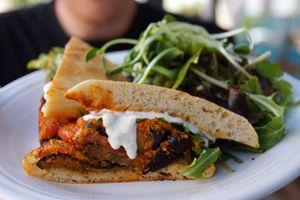 Veganes Essen wie die Stars und Sternchen im Café Gratitude in Los Angeles erleben