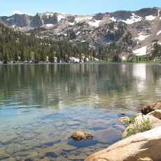 Ein Bergsee in Mammoth Lakes