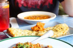 Veganes Essen im Julias Vegetarian Restaurant in Monterey Kalifornien erleben