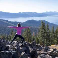 Morgensport mit Blicka auf den Lake Tahoe in Kalifornien