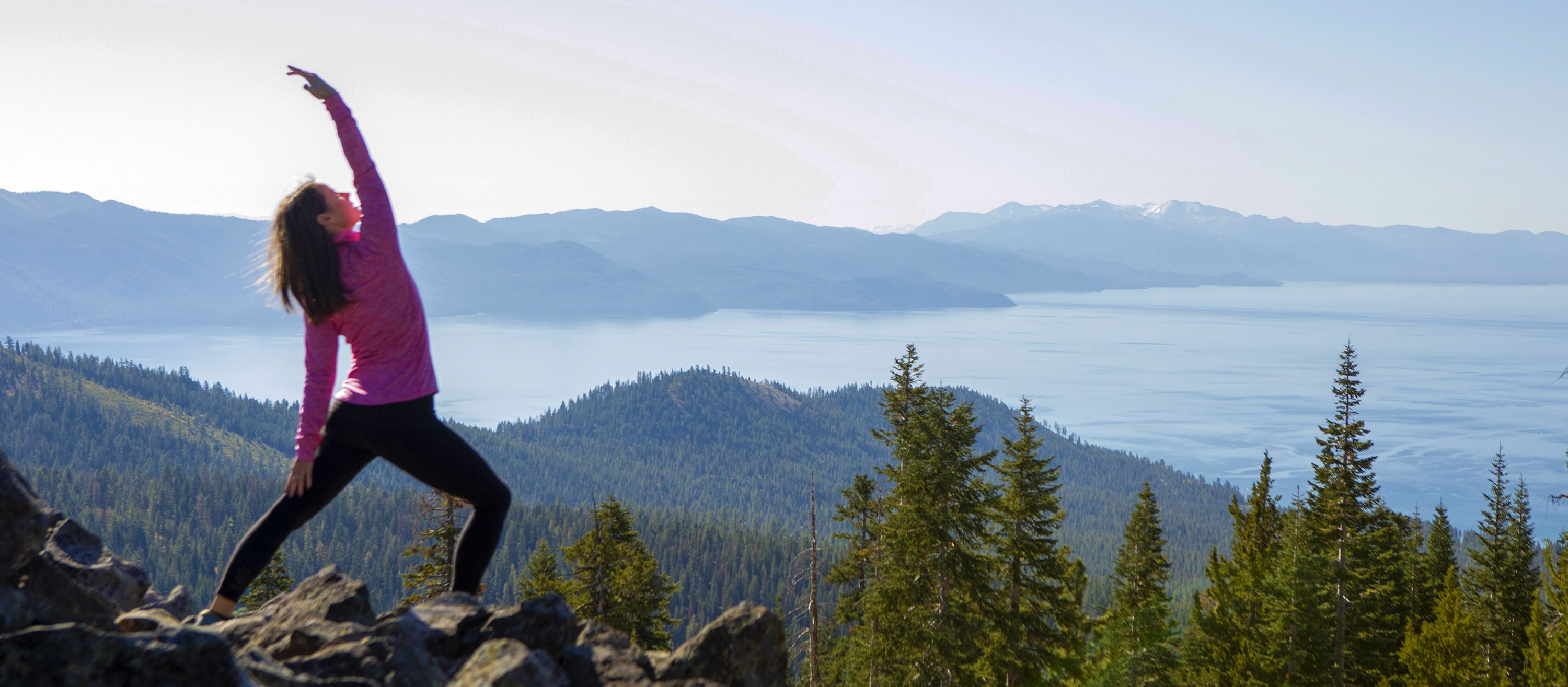 Morgensport mit Blicka auf den Lake Tahoe in Kalifornien