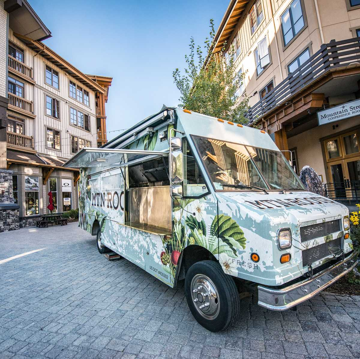 Der Mountain Roots Food Truck in Squaw Valley