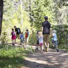 Ein Ausflug des Squaw Kids Adventure Camps im Norden des Lake Tahoe