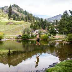Slacklining beim Wanderlust Festival im Norden des Lake Tahoe