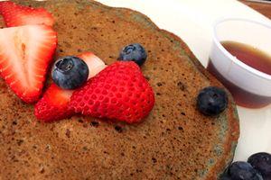Veganes Frühstück im Palm Greens Café in Palm Springs kosten