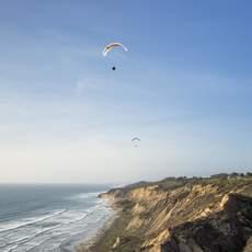 Paragliding am La Jolla Beach in San Diego