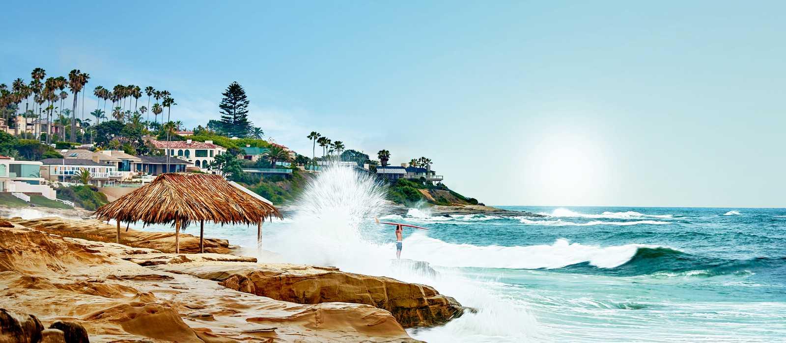 Wellen an einem Strand von San Diego