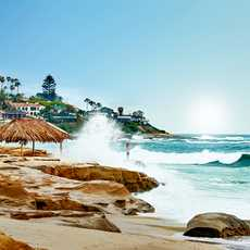 Wellen am einem Strand von San Diego