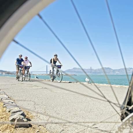 Rad fahren auf dem Blazing Saddles entlang der Bay
