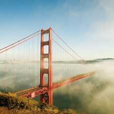 Die Nebelbedeckte Golden Gate Bridge in San Francisco