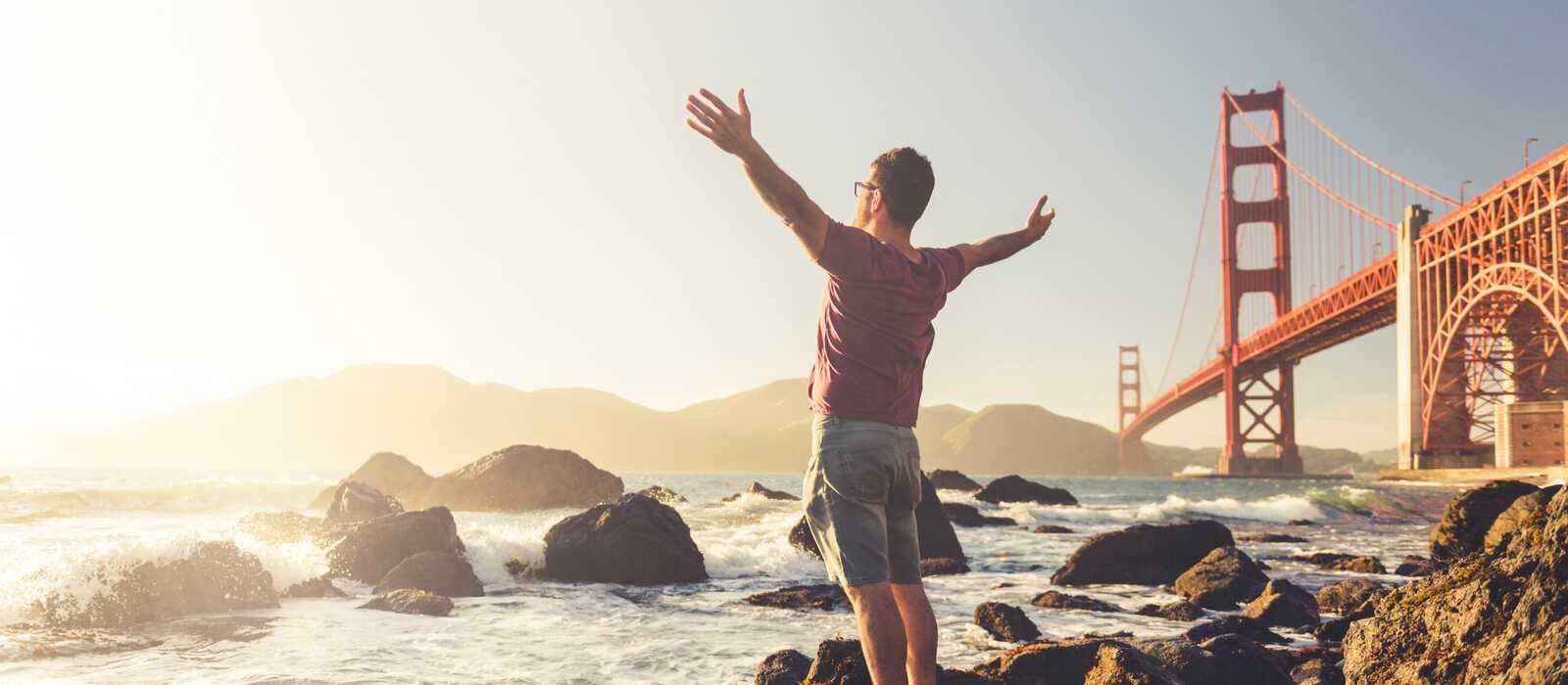 Ein perfekter Moment vor der spektakulären Golden Gate Bridge