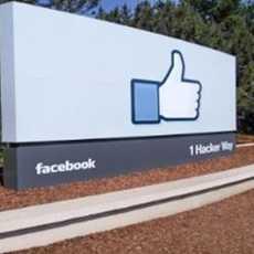 Das legendäre Facebook Schild vor dem Hauptsitz Facebooks in Kalifornien