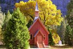 Kleine Kirche im Herbst  im Yosemite National Park