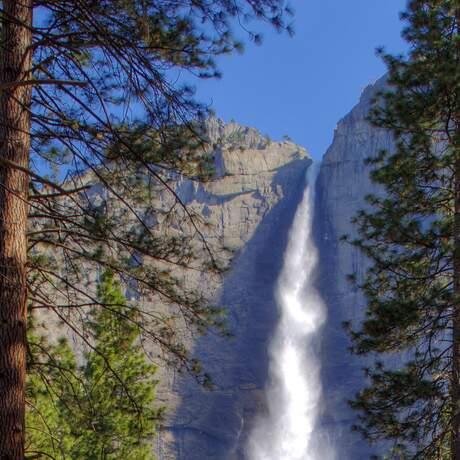Yosemite Wasserfall im Fruehling