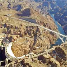 Flug ueber den Hover Dam