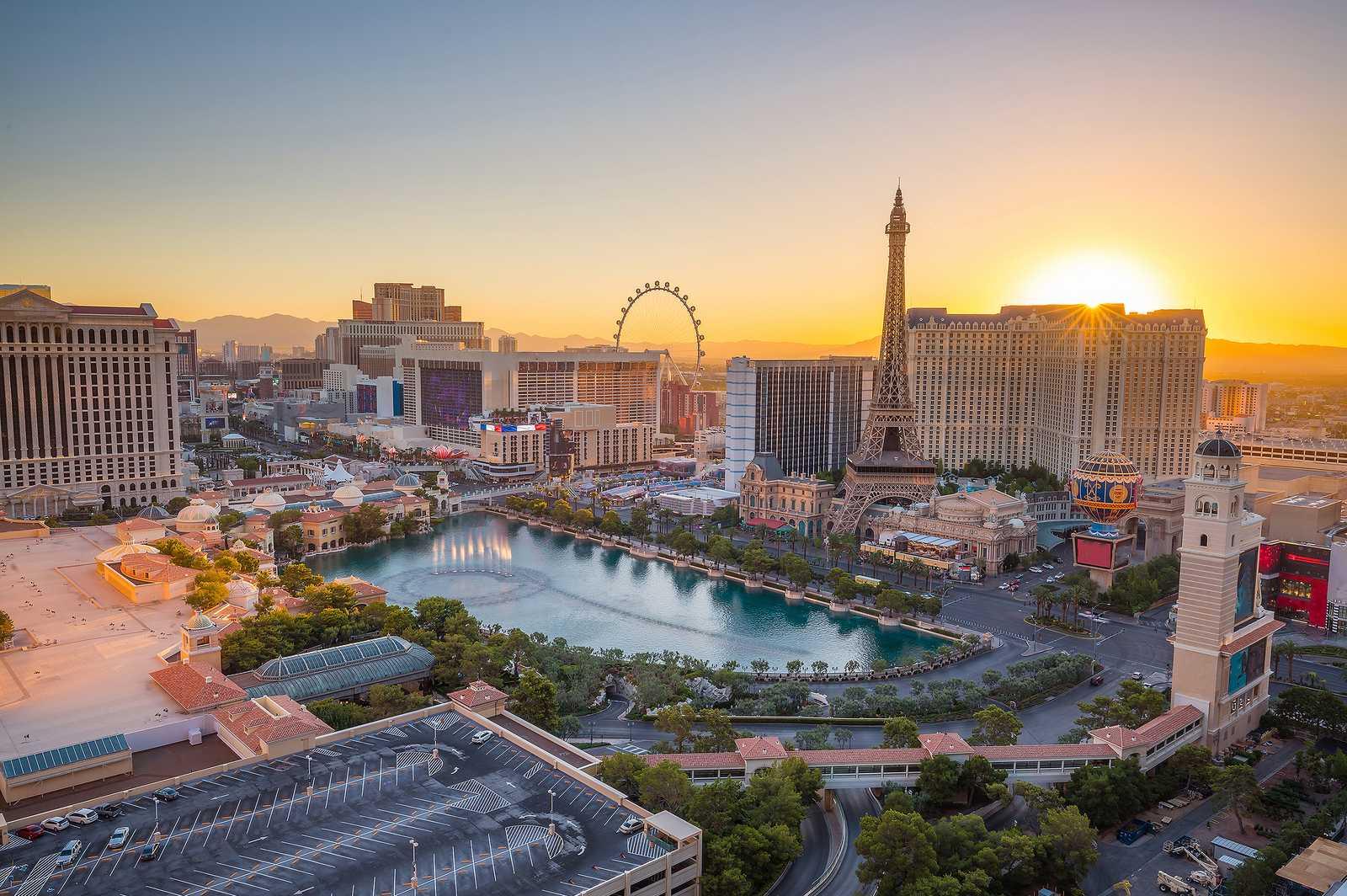 Der Las Vegas Strip bei aufgehender Sonne