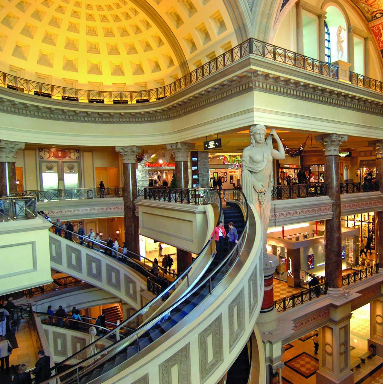 Erleben Sie Shopping, Dining & Nightlife in Las Vegas | CANUSA