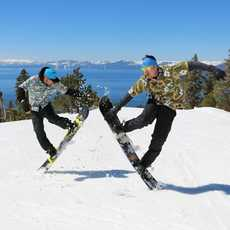Zwei Snowboarder im Diamond Peak Ski Resort in Nevada