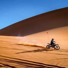 Mit dem Cross Motorrad durch den Coral Pink Sand Dunes State Park in Utah