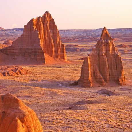 usa; utah; temples-of-the-sun-and-moon-cathedral; capitol-reef-national-park; national-monument