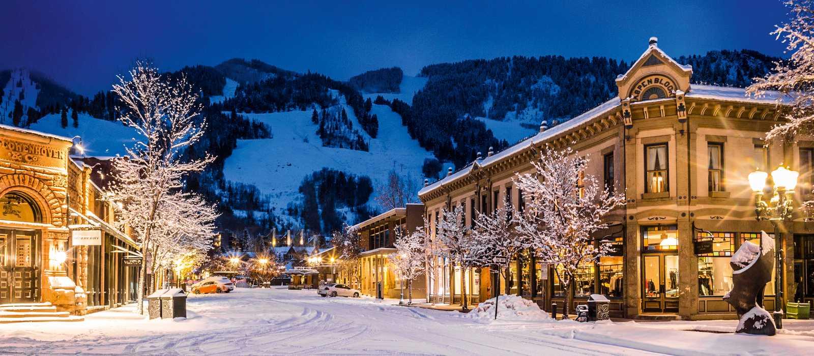 Aspen Village bei Nacht