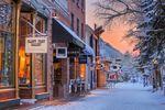 Winteridylle in der verschneiten Stadt Aspen