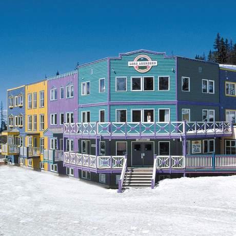 Blick auf das farbenfrohe Lord Aberdeen Apartment Hotel