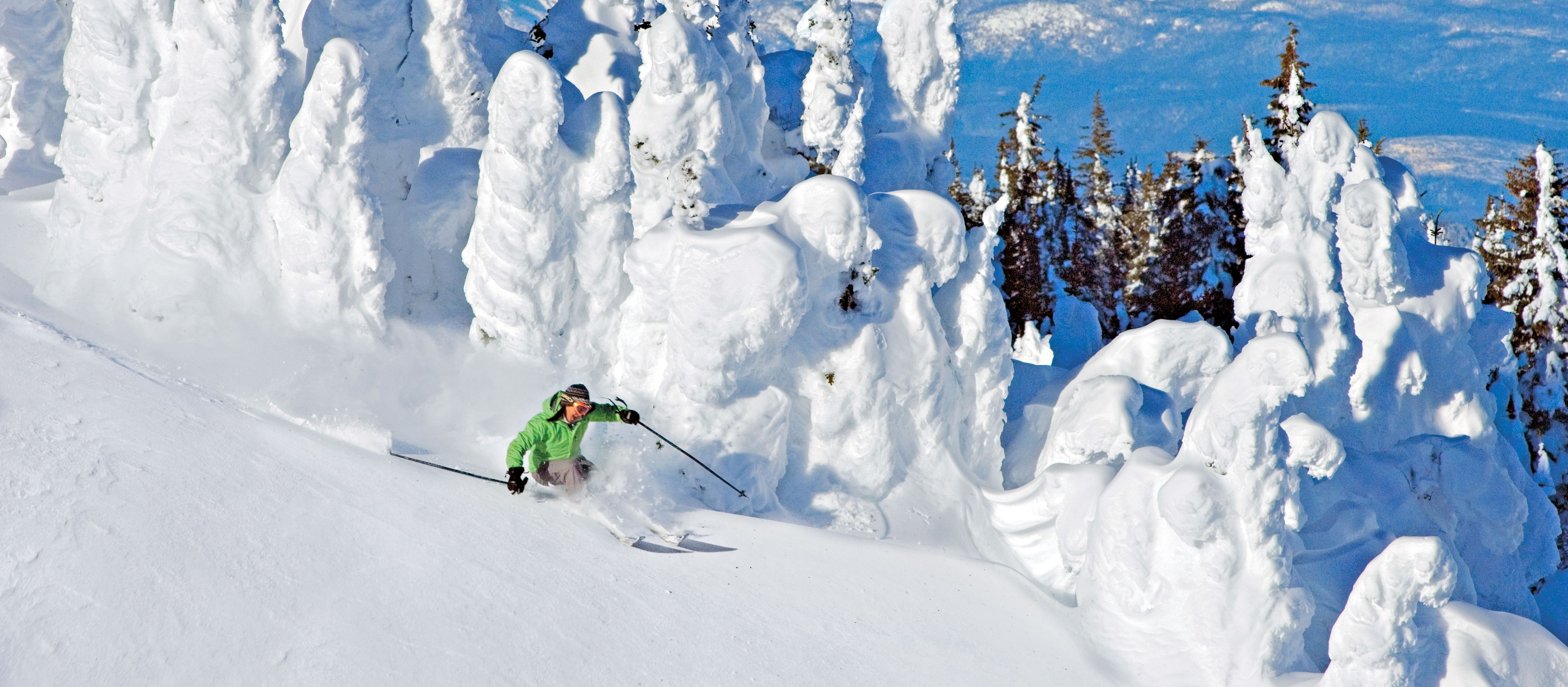 Skifahrer vor Snowghosts