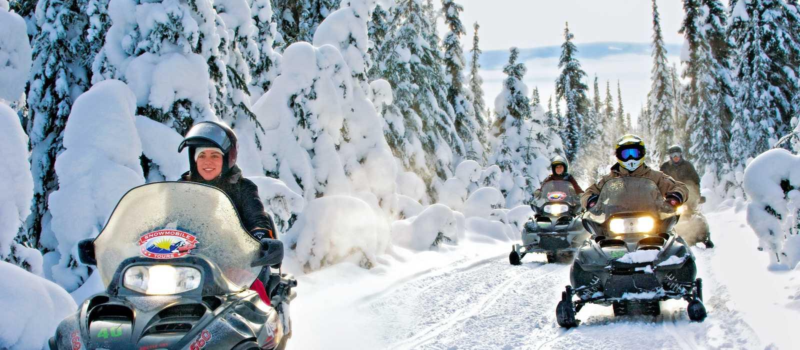 Unterwegs mit Schneemobilen