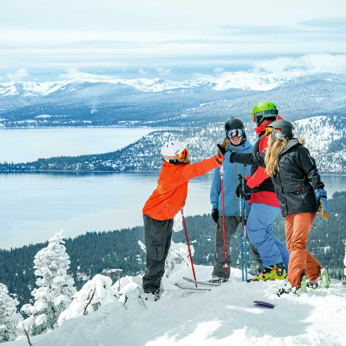 Skifahrer nördlich des Lake Tahoe in Kalifornien