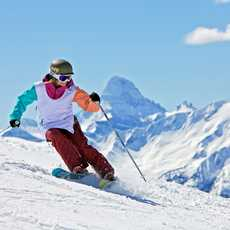 Skifahrerin bei der Abfahrt