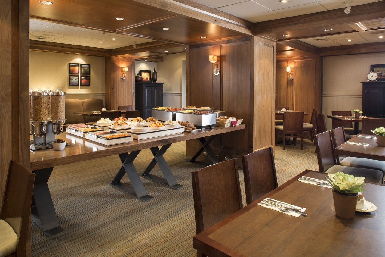 Hotel alberta banff aspen lodge canusa for Aspen lodge
