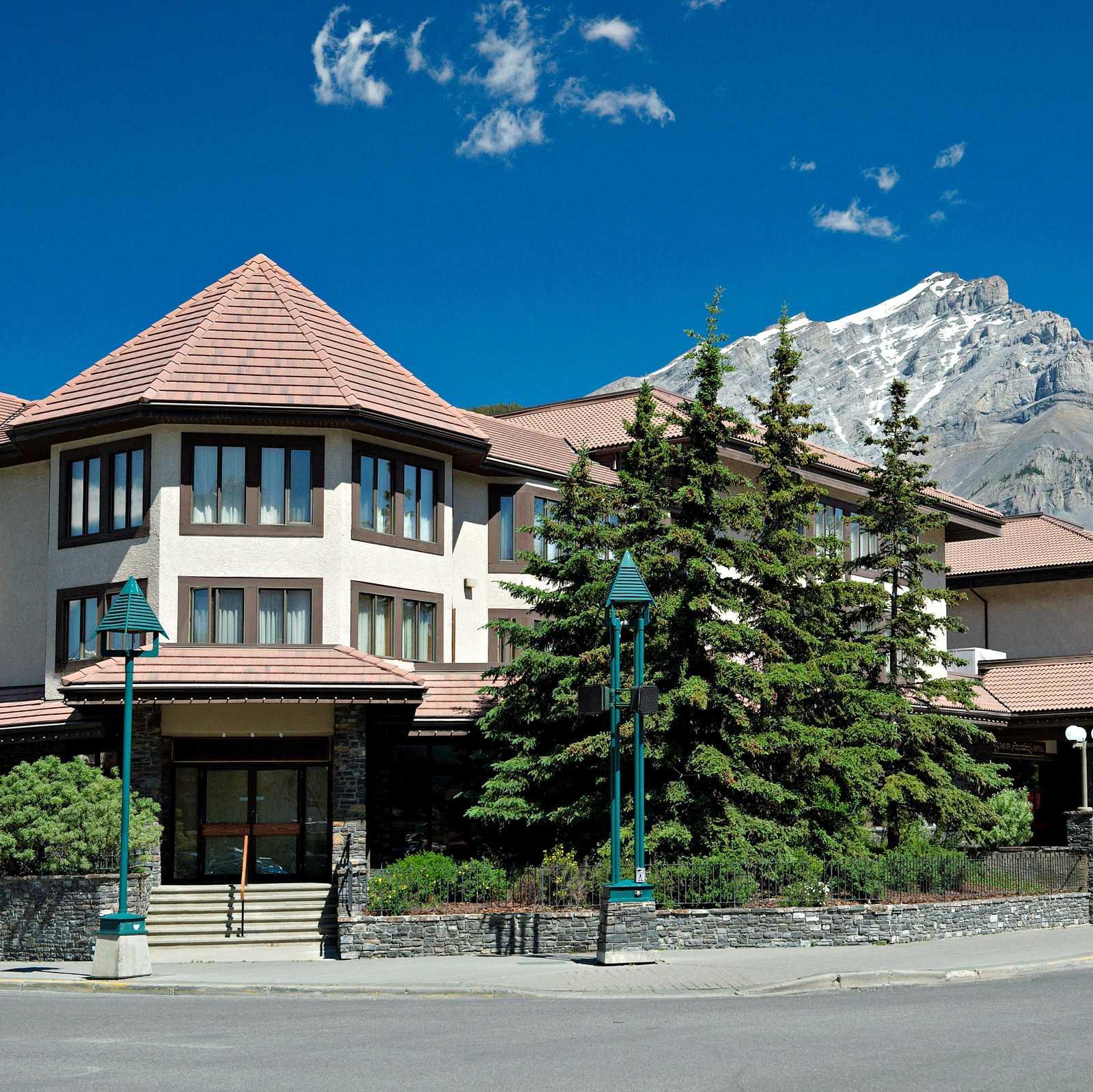 Elk + Avenue Hotel