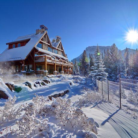 Hidden Ridge Resort, Aussenansicht im Schnee