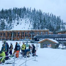 Warteschlange vor Skilift im Sunshine Village
