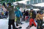 Gäste an einem Skilift im Sunshine Village