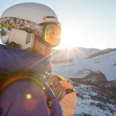 Snowboarderin im Lake Louise Ski Resort in Kanada