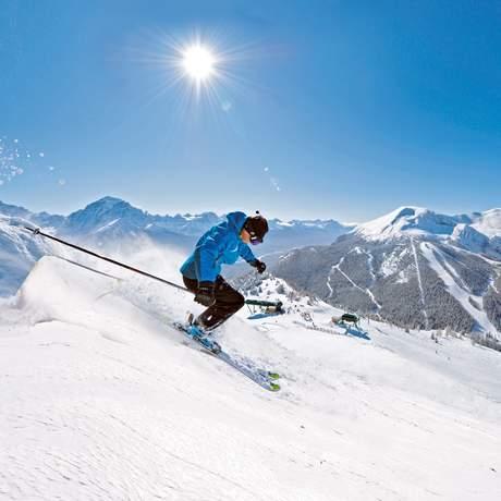 Skifahrer bei der Abfahrt