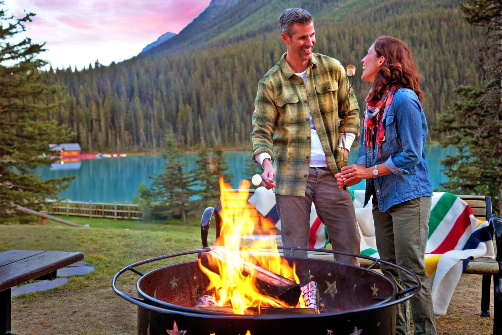 Lagerfeuer-Romantik am Lake Louise