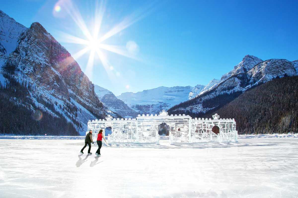 Schlittschulaufen am Fairmont Chateau Lake Louise, Alberta