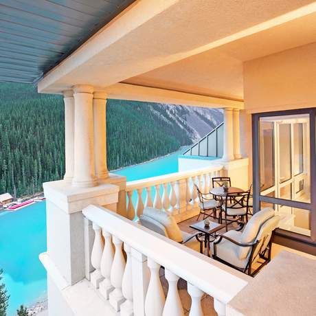 Ausblick vom Eckbalkon der Fairview Suite im Fairmont Chateau Lake Louise, Alberta