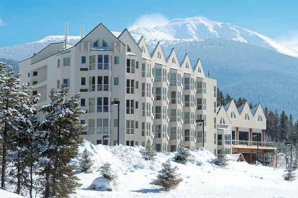 hotel winter park winter park mountain lodge canusa. Black Bedroom Furniture Sets. Home Design Ideas