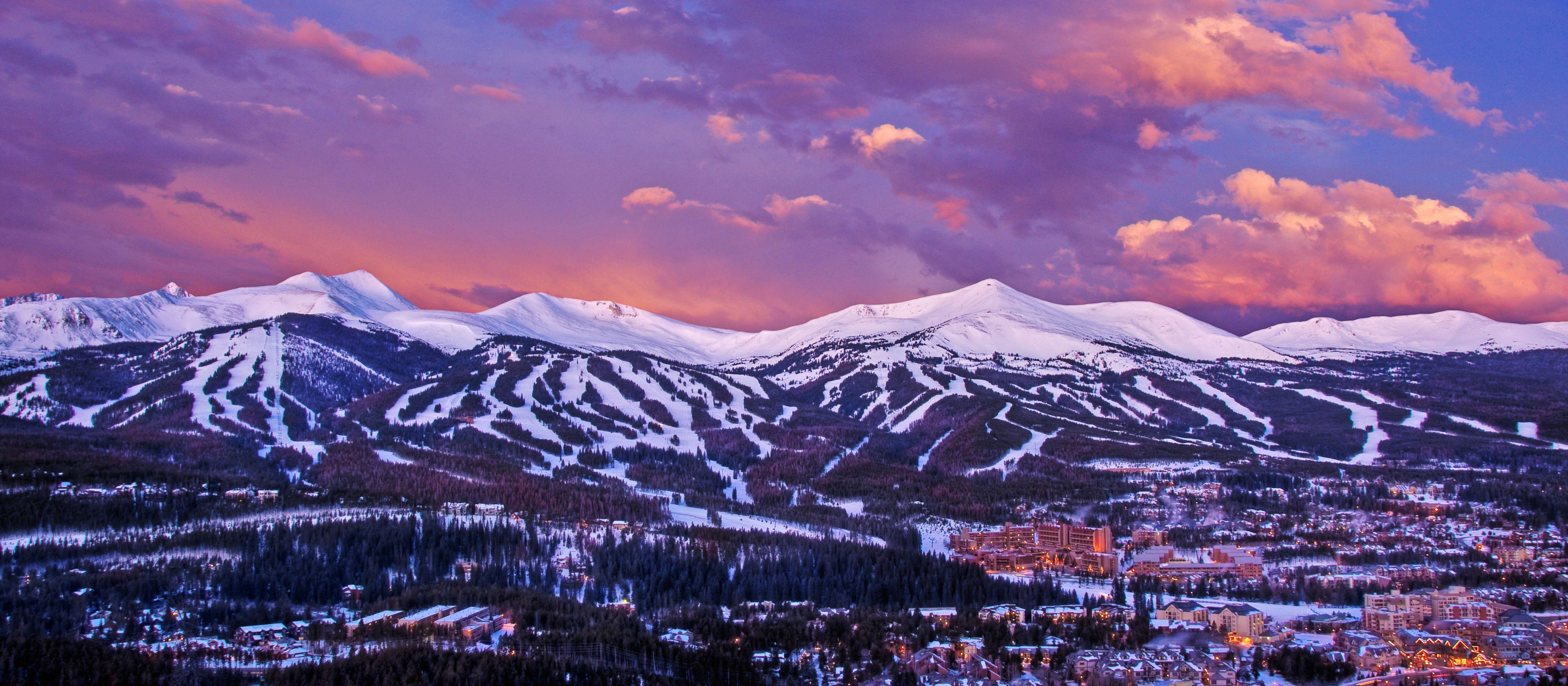Abendlicher Blick ueber das Skigebiet