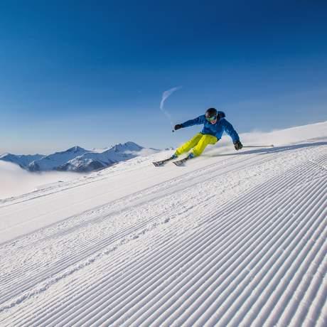 Profi-Skifahrer Seb Beribeau auf dem Whistler Mountain im Burnt Stew Basin, British Columbia