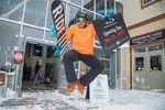 Skifahrer freut sich über die Saisoneröffnung in Whistler