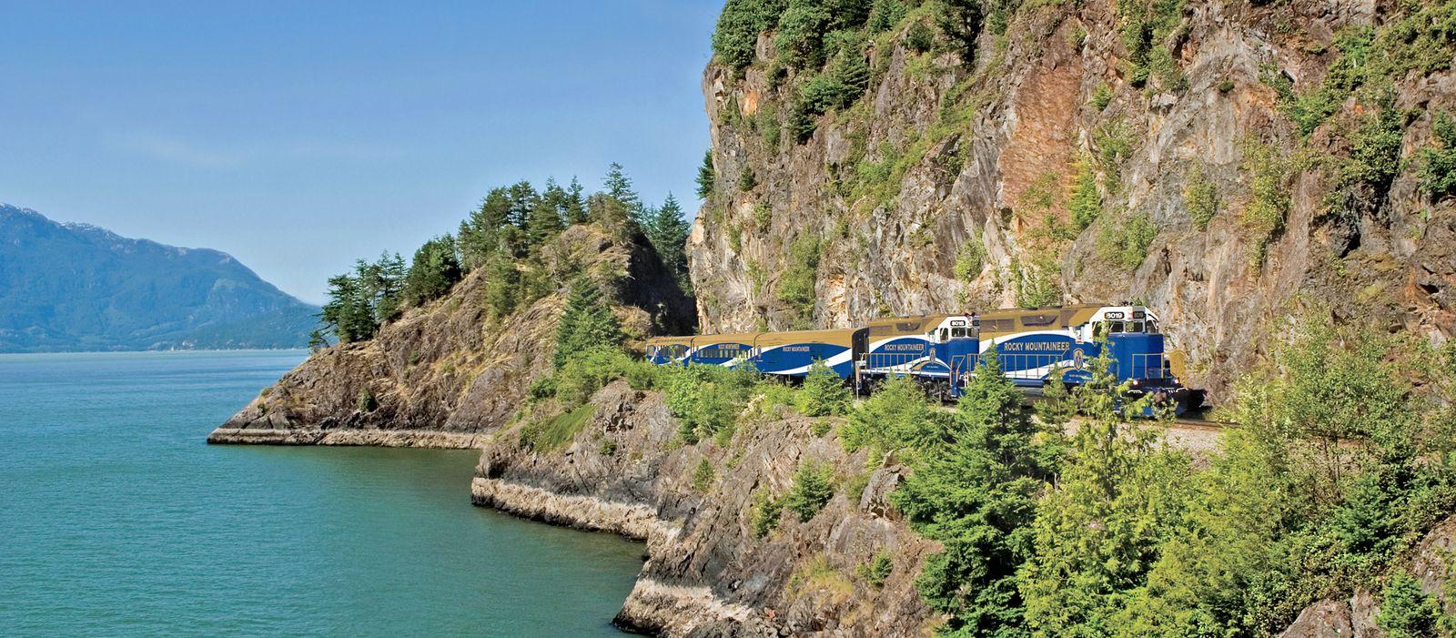 Zug am Howe Sound