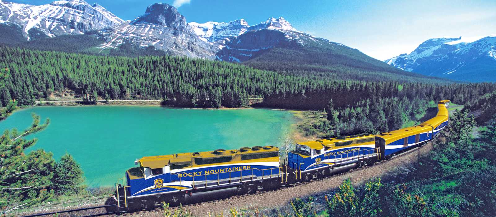 Rocky Mountaineer Zug unterwegs im Kicking Horse Pass