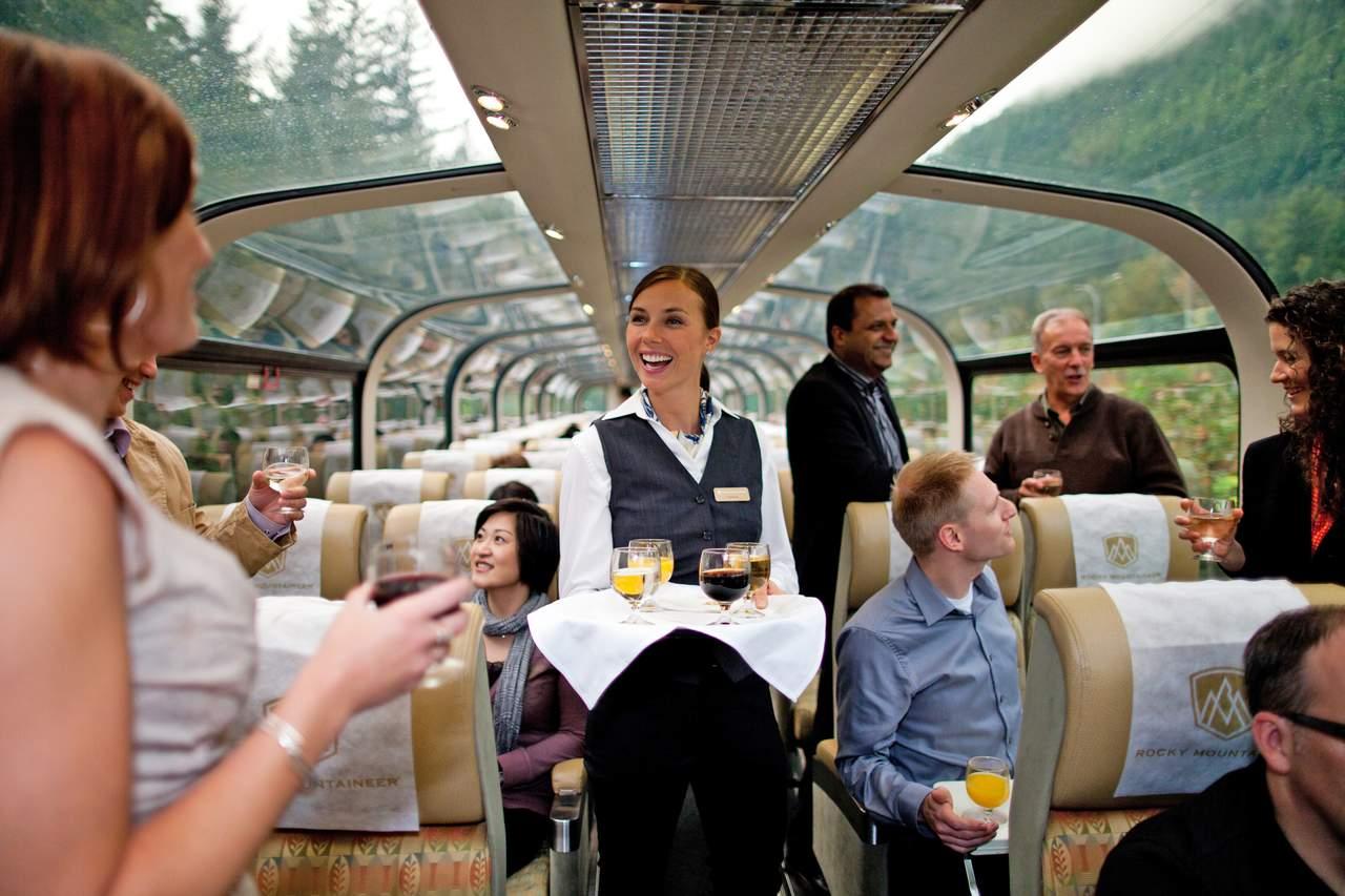 Gold Leaf Service im Zug der Rocky Mountaineer Bahngesellschaft