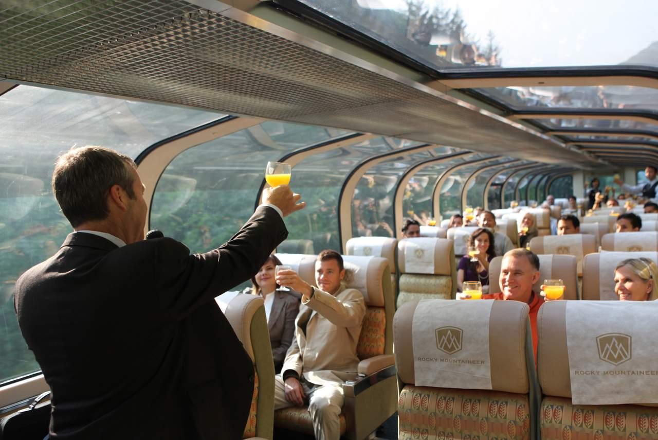 Zugbegleitung des Gold Leaf Services der Rocky Mountaineer Bahngesellschaft